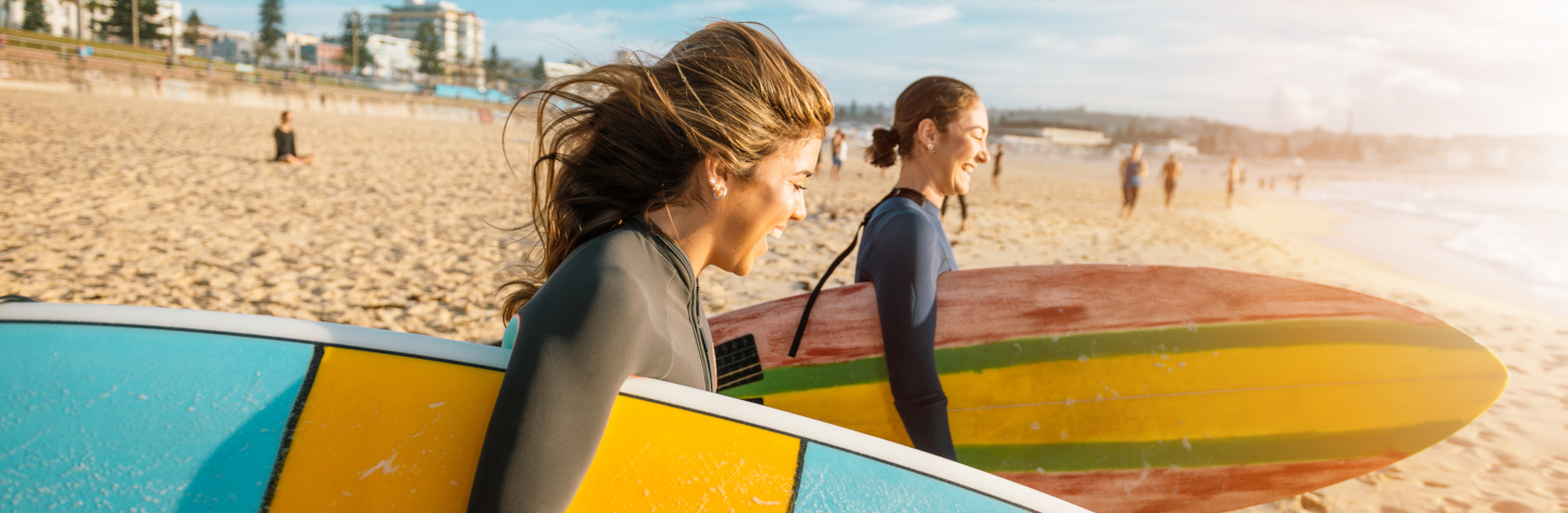 http://Female%20Surfers%20Rushing%20To%20Catch%20A%20Waves